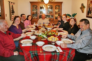christmas-family-dinner_table